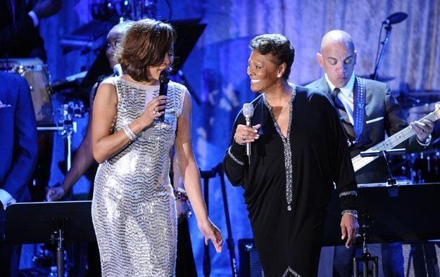 """Whitney Houston i Dionne Warwick: """"Jej serce nie wytrzymało"""" fot. Kevork Djansezian /Getty Images/Flash Press Media"""