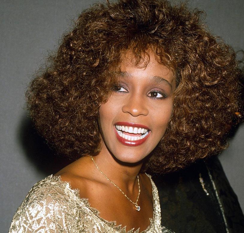 Whitney Houston nosiła trwałą przez wiele lat /East News