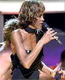 Whitney Houston podczas koncertu z okazji 30-lecia działalności artystycznej Michaela Jacksona /
