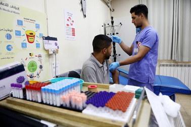 WHO: Delta staje się dominującym wariantem koronawirusa na świecie