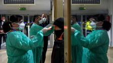 """WHO ostrzega: Koronawirus """"dosłownie puka do drzwi"""". Dotarł do kolejnych krajów europejskich"""