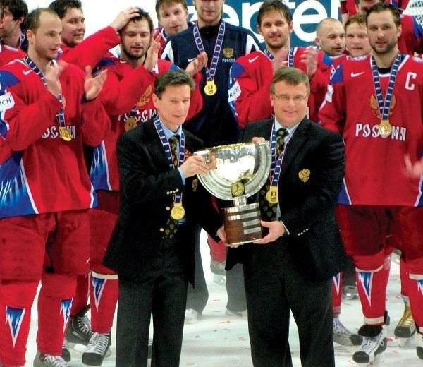 Wiaczesław Bykow i Igor Zacharkin po zdobyciu z Rosją mistrzostwa świata /AFP