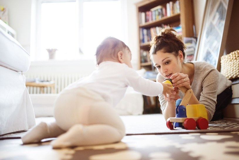 Wiadomo, że każdy rodzic chciałby przychylić nieba swojemu dziecku, przy okazji dbając o jego wszechstronny rozwój i zdrowie /123RF/PICSEL