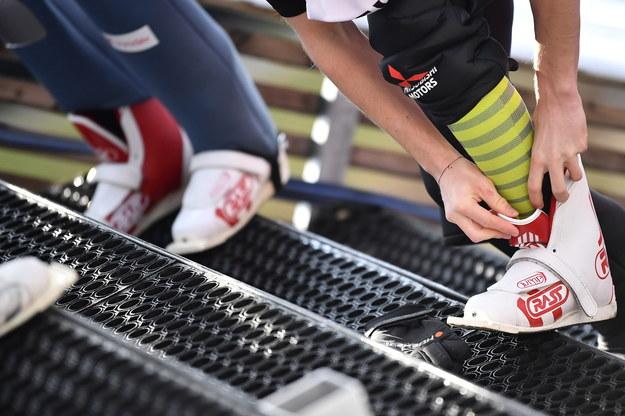 Wiązania i buty sprawdzono u kilkudziesięciu zawodników /Philipp Guelland /PAP/EPA