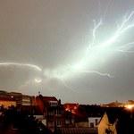 Wiązka lasera wystrzelona w atmosferę ochroni przed piorunami