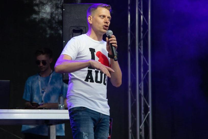 Wiceburmistrz Augustowa Filip Chodkiewicz podczas koncertu raperów /Facebook/Filip Chodkiewicz /Archiwum