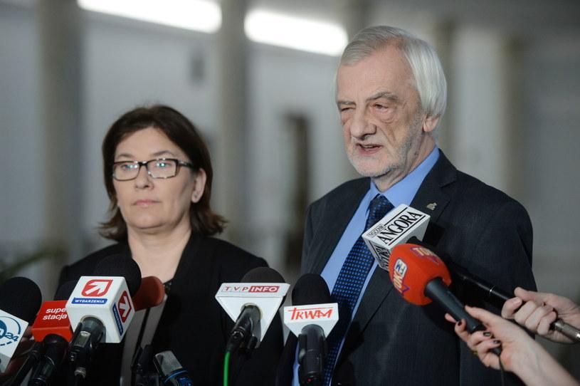 Wicemarszałek Sejmu Ryszard Terlecki i rzecznik PiS Beata Mazurek podczas konferencji prasowej w Sejmie /Jacek Turczyk /PAP