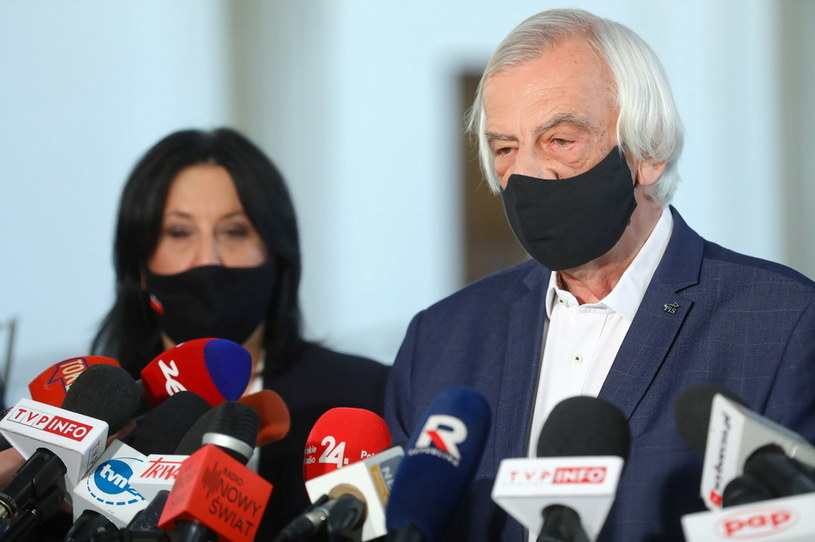 Wicemarszałek Sejmu Ryszard Terlecki (P) i rzecznik PiS Anita Czerwińska (L) podczas konferencji prasowej w Sejmie /Rafał Guz /PAP