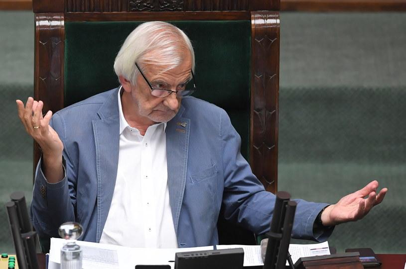 Wicemarszałek Sejmu Ryszard Terlecki podczas obrad 14 sierpnia /Radek  Pietruszka /PAP