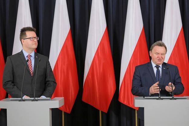 Wiceminister infrastruktury Andrzej Bittel (L) i prezes PKP PLK S.A. Ireneusz Merchel (P) /PAP