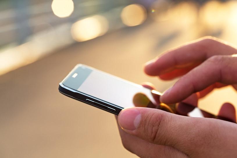Wiceminister obrony Litwy wzywa do pozbycia się chińskich smartfonów /123RF/PICSEL