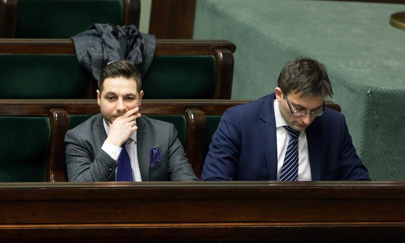 Wiceminister sprawiedliwości Patryk Jaki podczas debaty nad projektem powołania Komisji Weryfikacyjnej ds. Reprywatyzacji /Tomasz Gzell /PAP