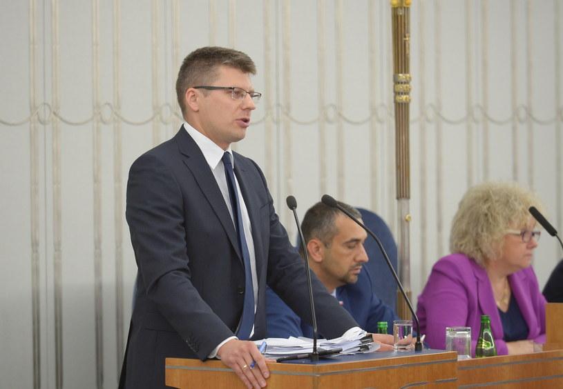 Wiceminister sprawiedliwości w czasie obrad Senatu /Marcin Obara /PAP
