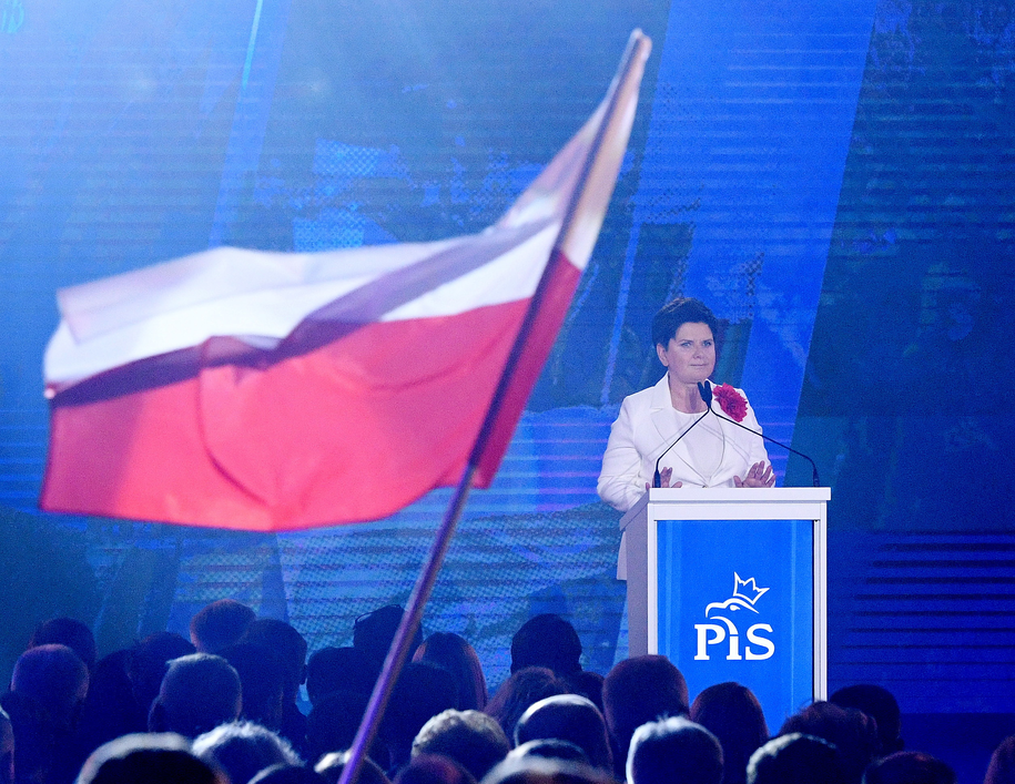 Wicepremier Beata Szydło na konwencji w Warszawie /Radek Pietruszka /PAP