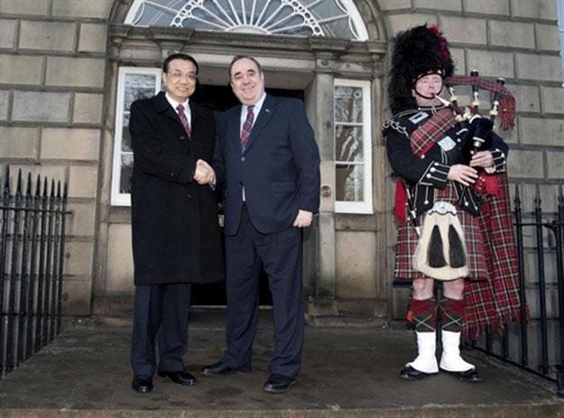 Wicepremier Chin Li Keqiang i Alex Salmond, pierwszy minister Szkocji /AFP
