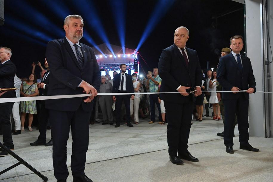 Wicepremier Jacek Sasin , szef MON Mariusz Błaszczak  i minister rolnictwa Jan Krzysztof Ardanowski /\Tytus Żmijewski /PAP/EPA
