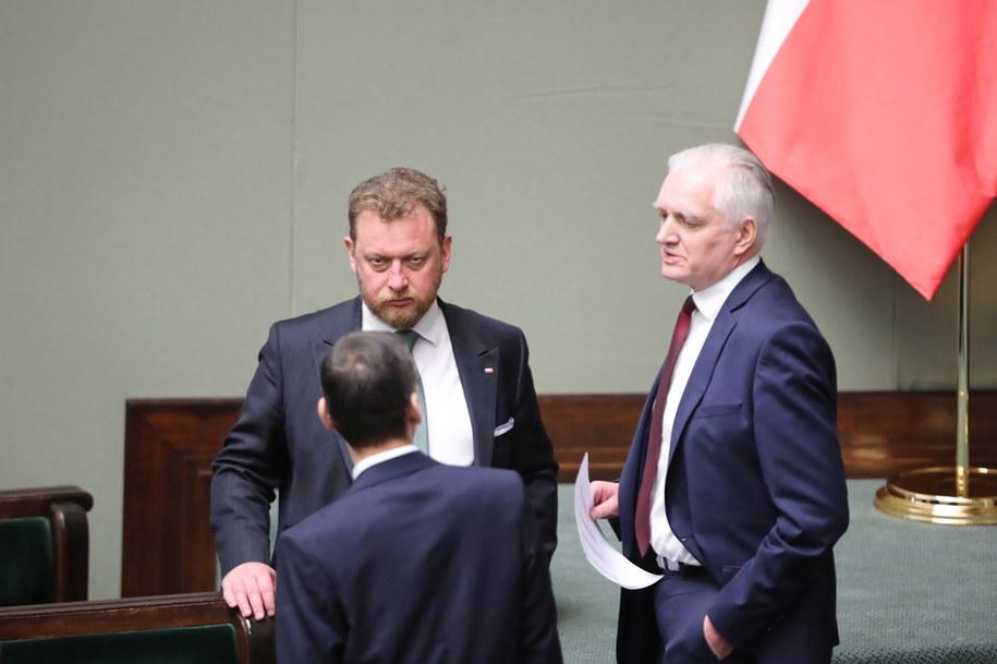 Wicepremier Jarosław Gowin (po prawej) i minister zdrowia Łukasz Szumowski na sali obrad Sejmu /Wojciech Olkuśnik /PAP