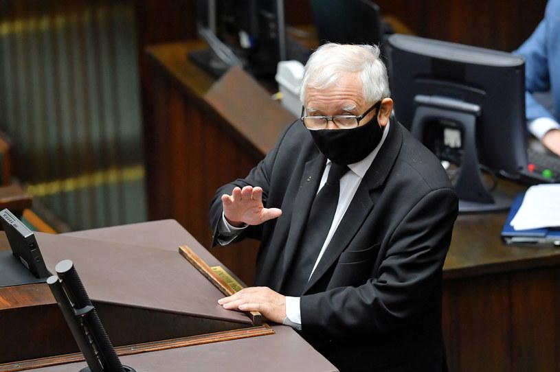 Wicepremier Jarosław Kaczyński na sali posiedzeń Sejmu / Radek Pietruszka   /PAP
