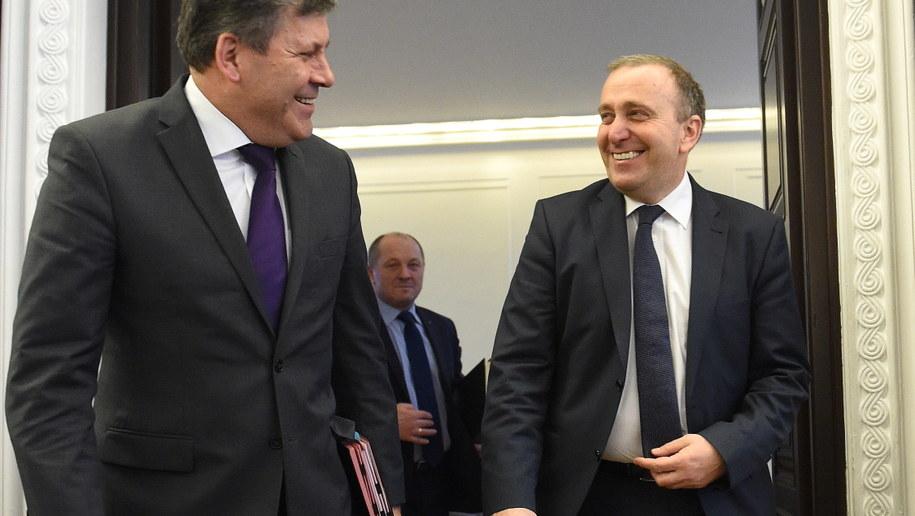 Wicepremier, minister gospodarki Janusz Piechociński i minister spraw zagraniczych Grzegorz Schetyna /Radek Pietruszka /PAP