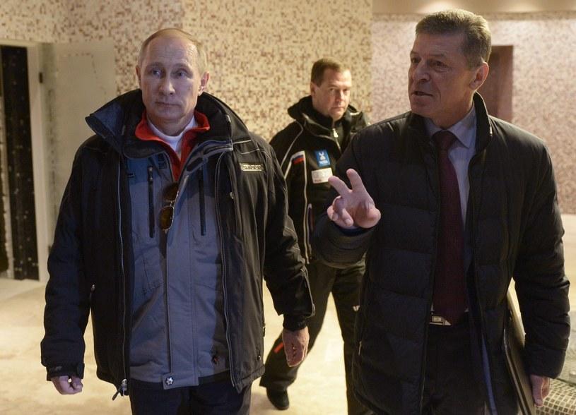 Wicepremier Rosji Dmitrij Kozak (z prawej) i prezydent Rosji Władimir Putin (z prawej). W tle premier Rosji Dmitrij Miedwiediew /AFP