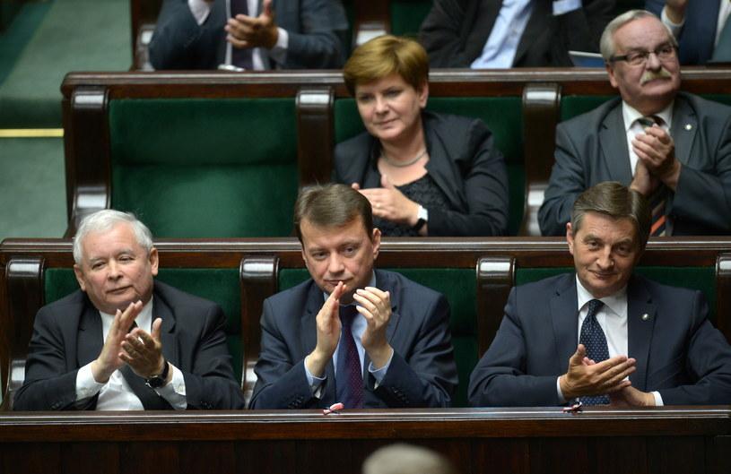 Wiceprezes PiS Beata Szydło (2. rząd po lewej) /Radek Pietruszka /PAP