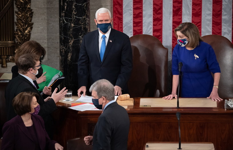 Wiceprezydent Mike Pence i Nancy Pelosi, spikerka Izby Reprezentantów /SAUL LOEB /PAP/EPA