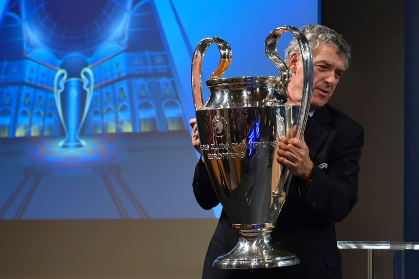 Wiceprezydent UEFA, Angel Maria Villar podczas losowania /AFP
