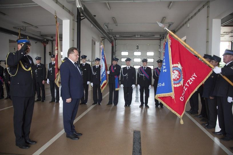Wiceszef MSWiA Jarosław Zieliński  podczas uroczystości z okazji Dnia Strażaka w Łomży /Marek Maliszewski  /Reporter