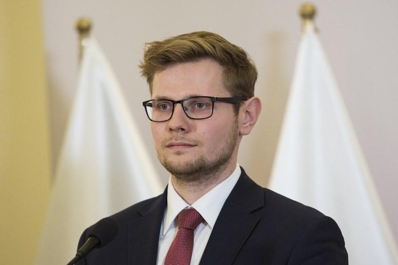 Wiceszef resortu sprawiedliwości Michał Woś /Andrzej Hulimka  /Reporter