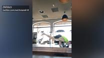 Wichniarek pokazał niesamowite umiejętności. Były piłkarz trenuje jogę. Wideo