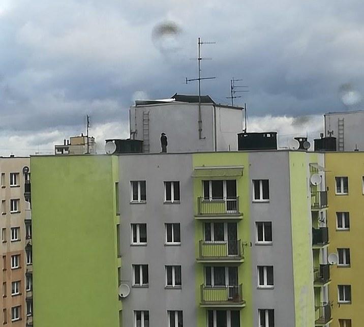 Wichura uszkodziła dach w 10-piętrowym wieżowcu w Chorzowie /Gorąca Linia RMF FM