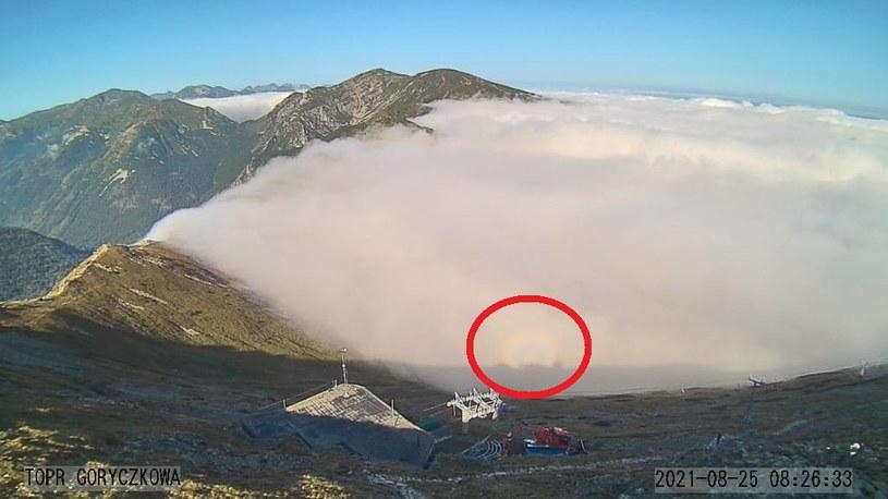 """Widmo Brockenu czyli """"mamidło górskie"""" to powszechne zjawisko w wysokich górach /Facebook / Ratunek /Facebook"""