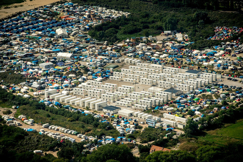 "Widok ""Dżungli"" w Calais z lotu ptaka /AFP"