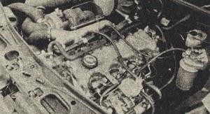Widok komory silnikowej. Turbosprężarka Garrett widoczna jest u góry zdjęcia, po prawej stronie silnika. Przy przeciętnej 75 km/h, uzyskanej na trasie drogowej długości 200 km, silnik zużywał 5,4 l/100 km. /Renault