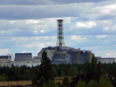 Widok na elektrownię atomową w Czarnobylu z ostatniego piętra hotelu Polesie w Prypeci  /Fot. Tomasz Róg /RMF FM