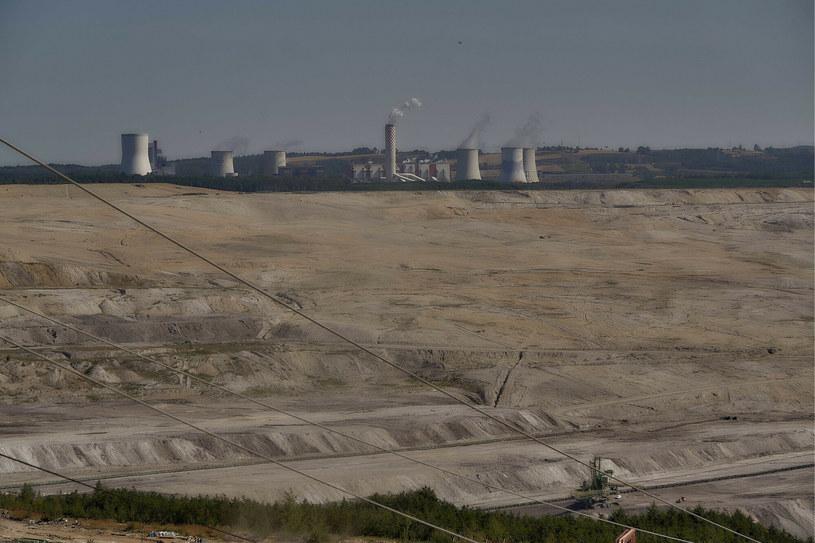 Widok na kopalnię węgla brunatnego w Bogatyni /Przemysław Graf/Reporter /East News