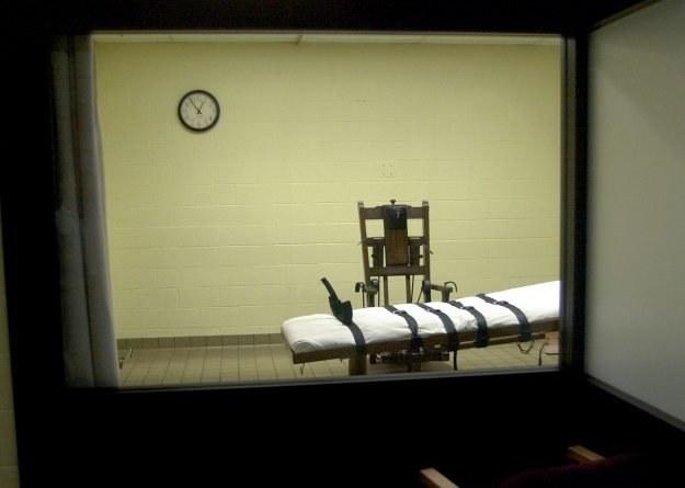 """Widok na krzesło elektryczne z pokoju """"widzów"""" /Getty Images/Flash Press Media"""