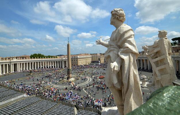 Widok na plac św. Piotra w Watykanie /Radek Pietruszka /PAP
