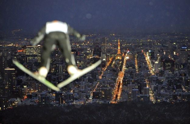 Widok na Sapporo z wysokości rozbiegu skoczni Okurayama //KIMIMASA MAYAMA /PAP/EPA