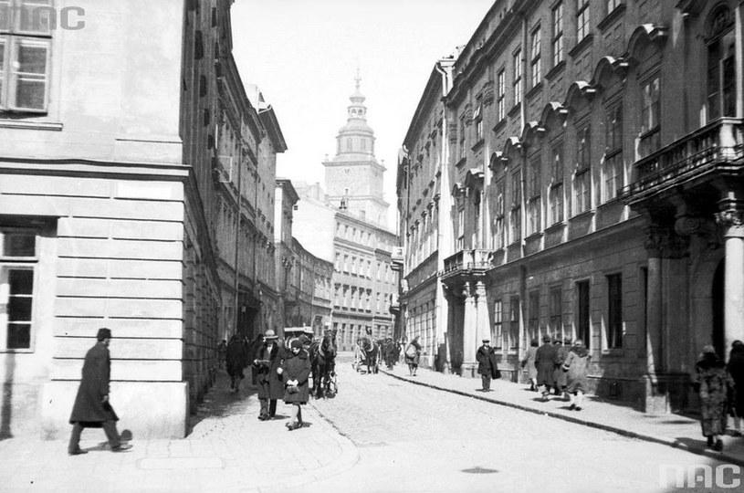 Widok na ulicę Bracką - zdjęcie wykonano w roku 1931 /Z archiwum Narodowego Archiwum Cyfrowego