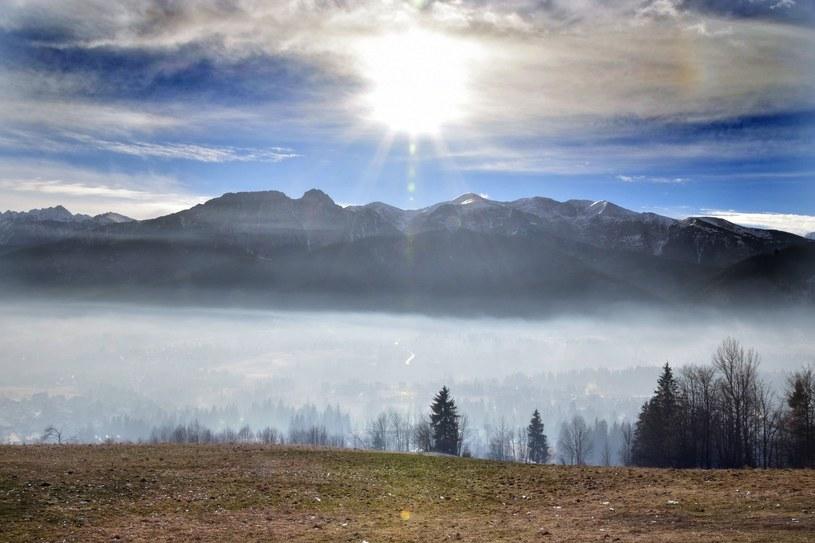 Widok na Zakopane zakryte smogiem, zdj. ilustracyjne /Adam Gładecki  /Reporter