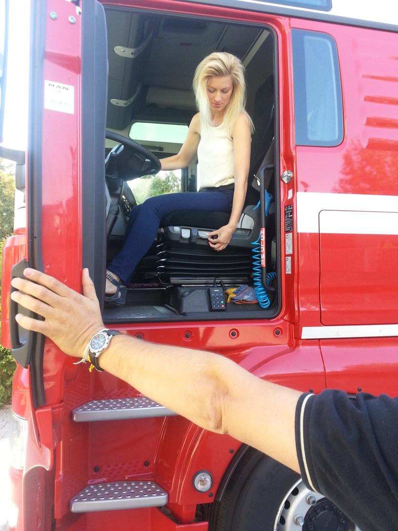 Piękna Blondynka Za Kierownicą Tira Polska Trucking Girl
