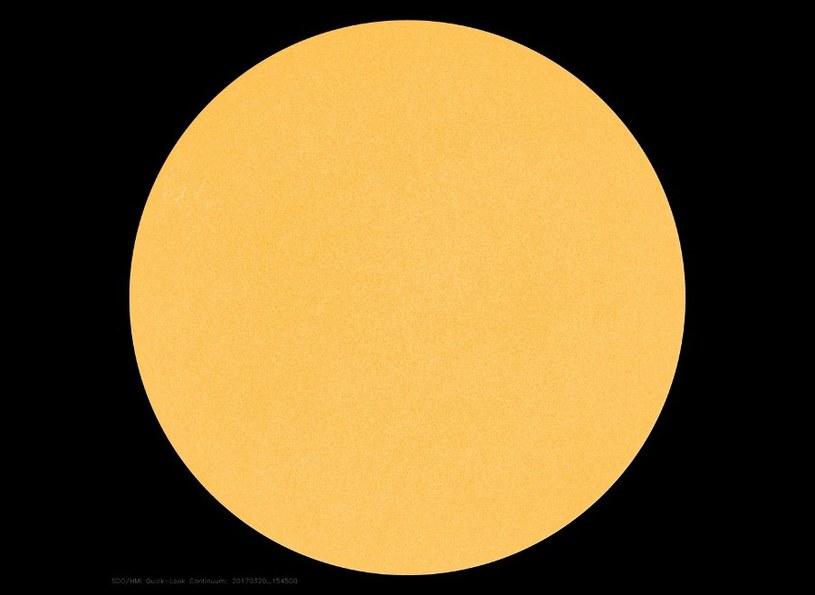 Widok tarczy słonecznej w dniu 20 marca 2017 /NASA