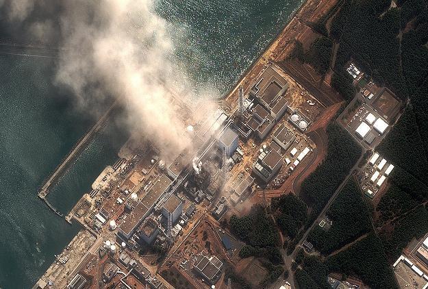 Widok z lotu ptaka na uszkodzoną elektrownię Fukushima I /AFP