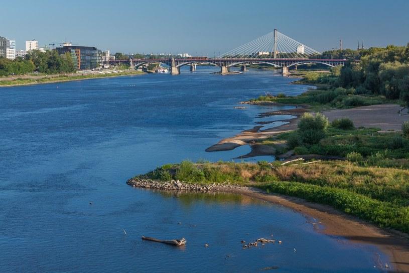 Widok z mostu Łazienkowskiego na rzekę Wisłę /ARKADIUSZ ZIOLEK /East News