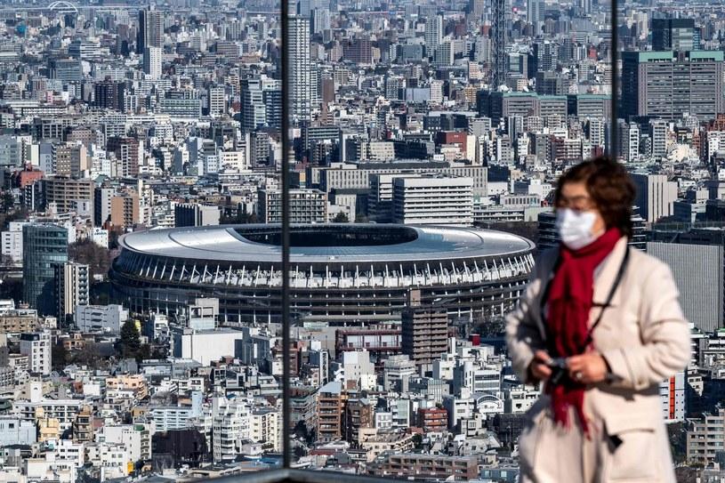 Widok z tarasu widokowego Shibuya Sky na National Stadium (w tle), główną arenę przełożonych na 2021 rok igrzysk w Tokio /PHILIP FONG  /AFP