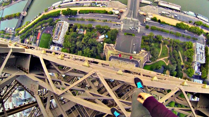 Widok z Wieży Eiffla z kamery zamontowanej na ciele Kingstona /YouTube