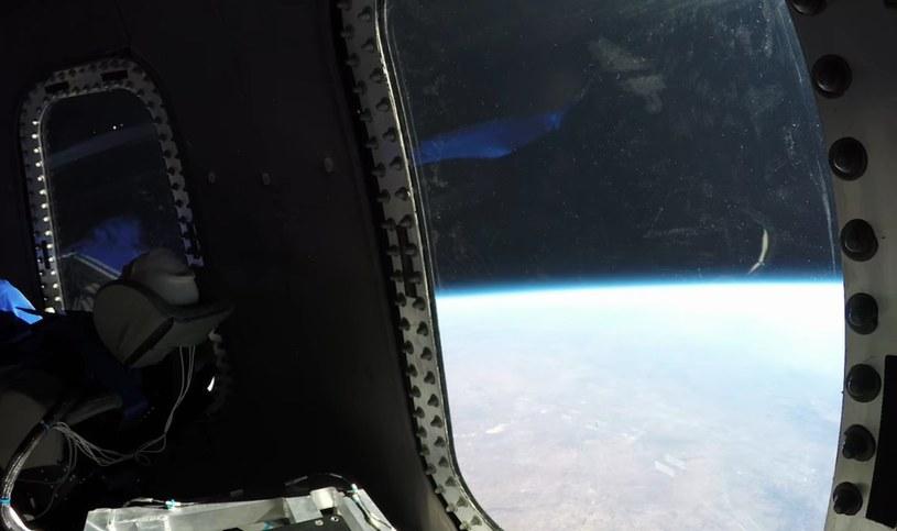 Widok z wnętrza Crew Capsule 2.0 podczas lotu z 12 grudnia 2017 . Fot. Blue Origin /materiały prasowe