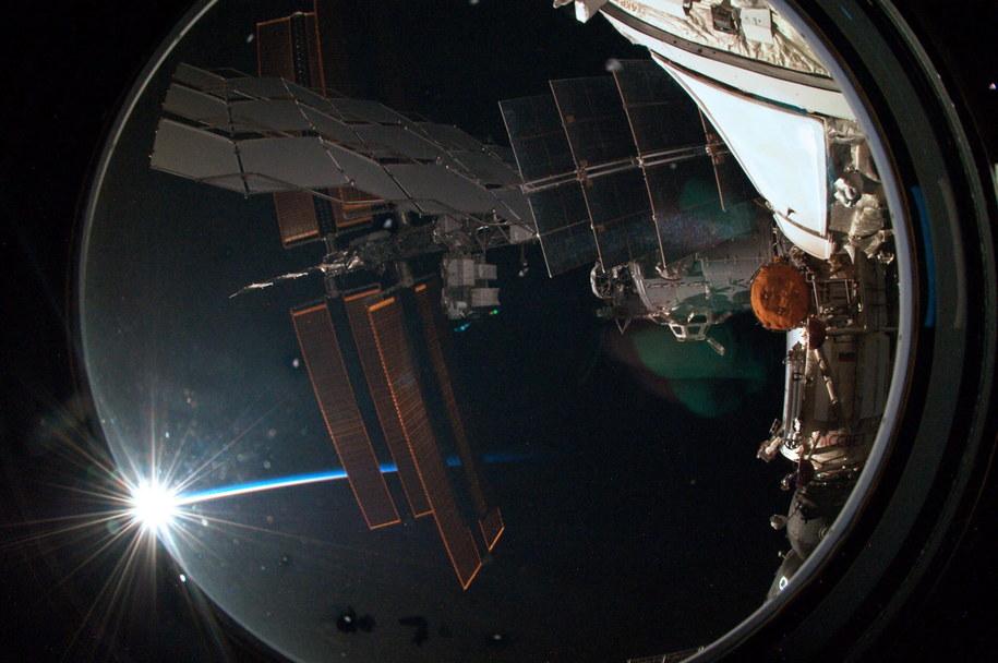 Widok z wnętrza stacji //ESA/NASA /PAP/EPA