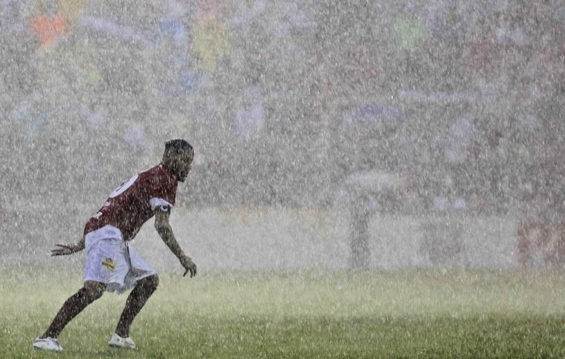 Widowisko popsuła ulewa, ale Neymar i tak dał show /AFP